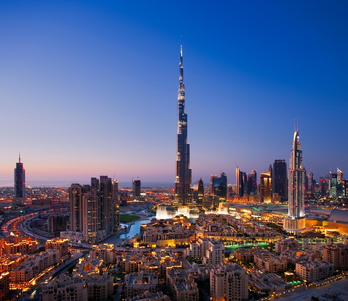 Dubais Stadtzentrum mit Burj Khalifa und Dubai Fountain