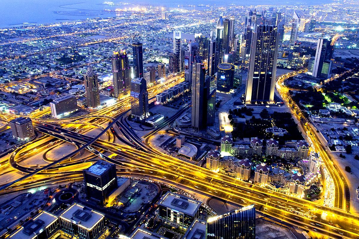 Luftaufnahme von Dubai bei Nacht