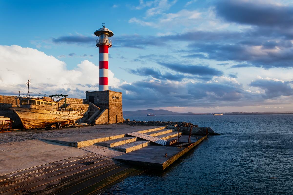 Leuchtturm am Yacht-Hafen von Burgas in Bulgarien