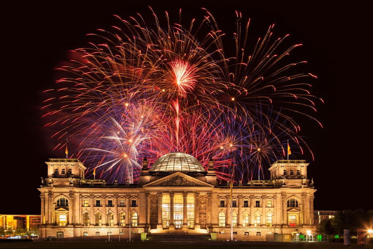 Feuerwerk am Reichstag in Berlin