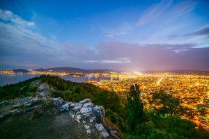 Nächtlicher Blick über Volos
