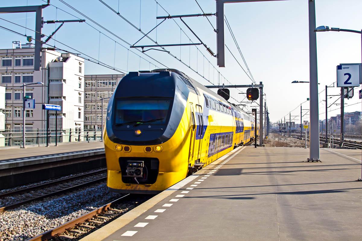 Ankommender Zug in Amsterdam