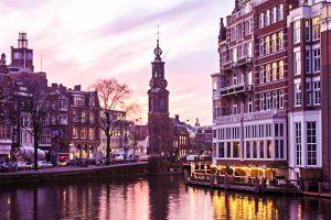 Amsterdam: Blick auf die Innenstadt mit dem Munttoren (Münzturm