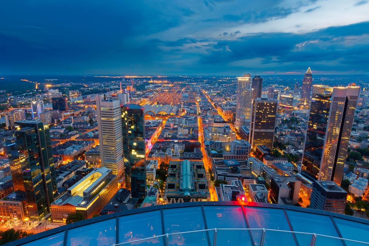 Blick über Frankfurt am Abend