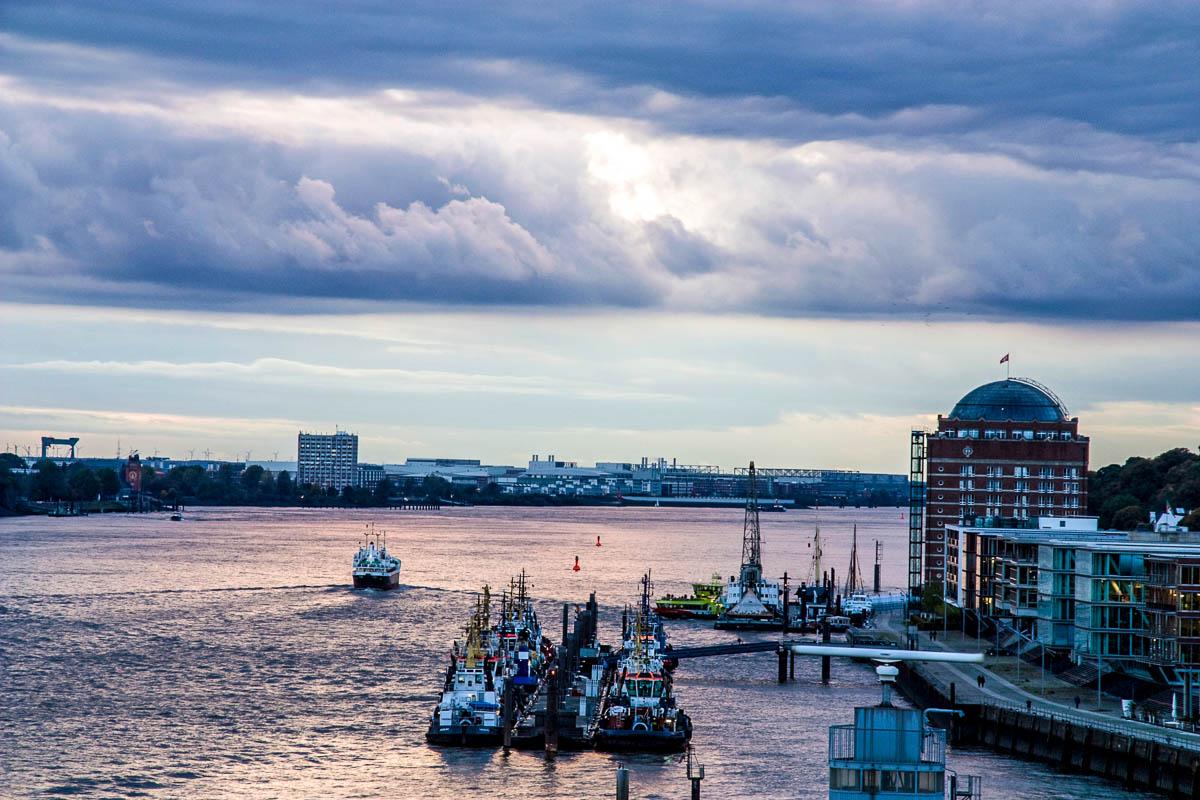 Blick über die Elbe in Hamburg