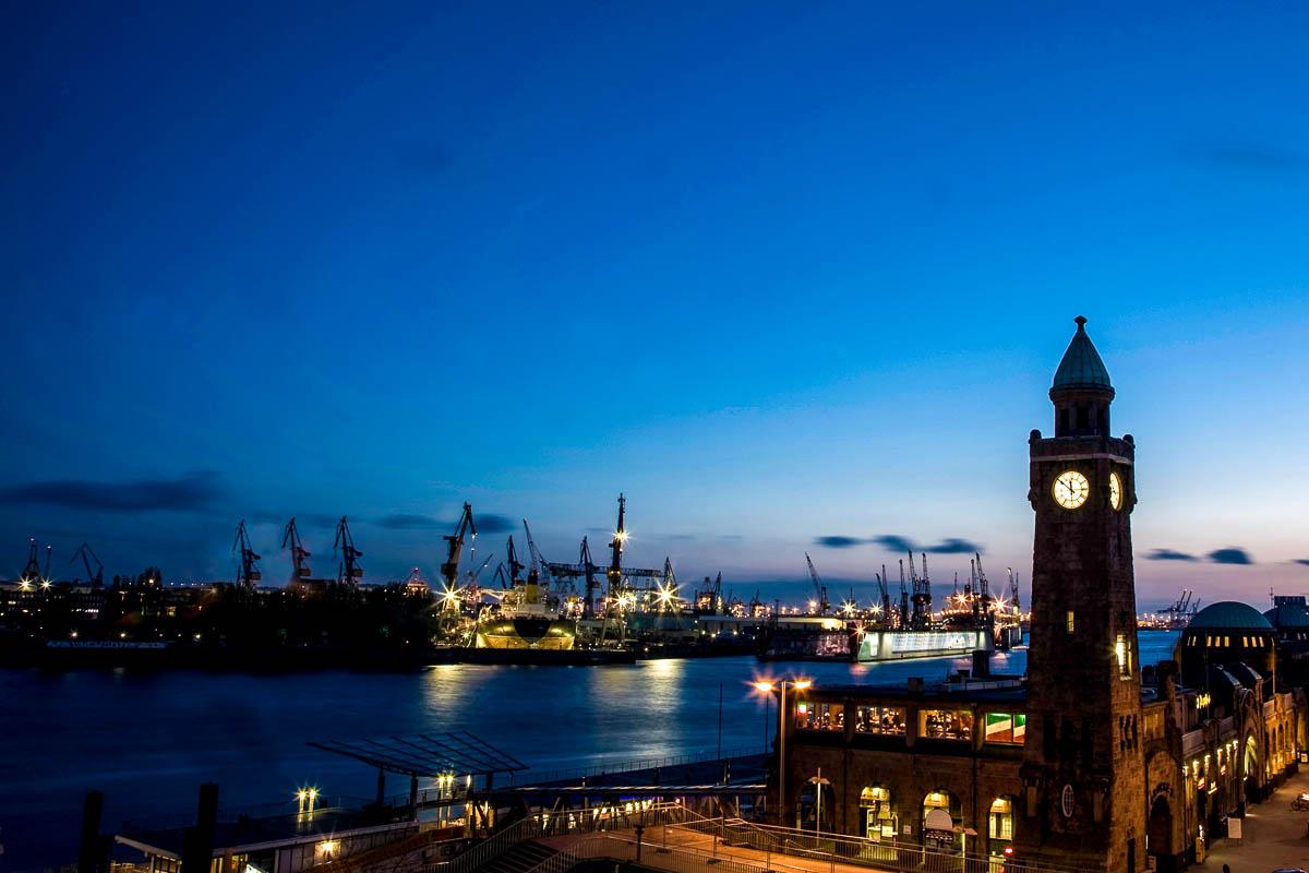 Hamburger Hafen am Abend