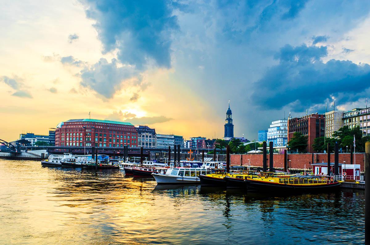 Sonnenuntergang über dem Hamburger Hafen