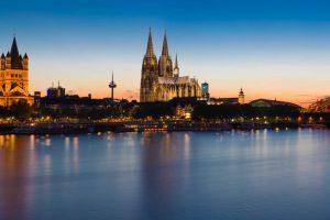 Kölner Skyline - Blick über den Rhein bei Nacht