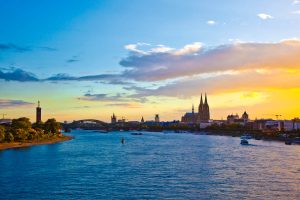 Blick über den Rhein in Köln