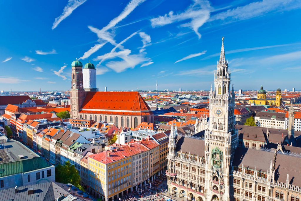 Luftbild - Blick über München