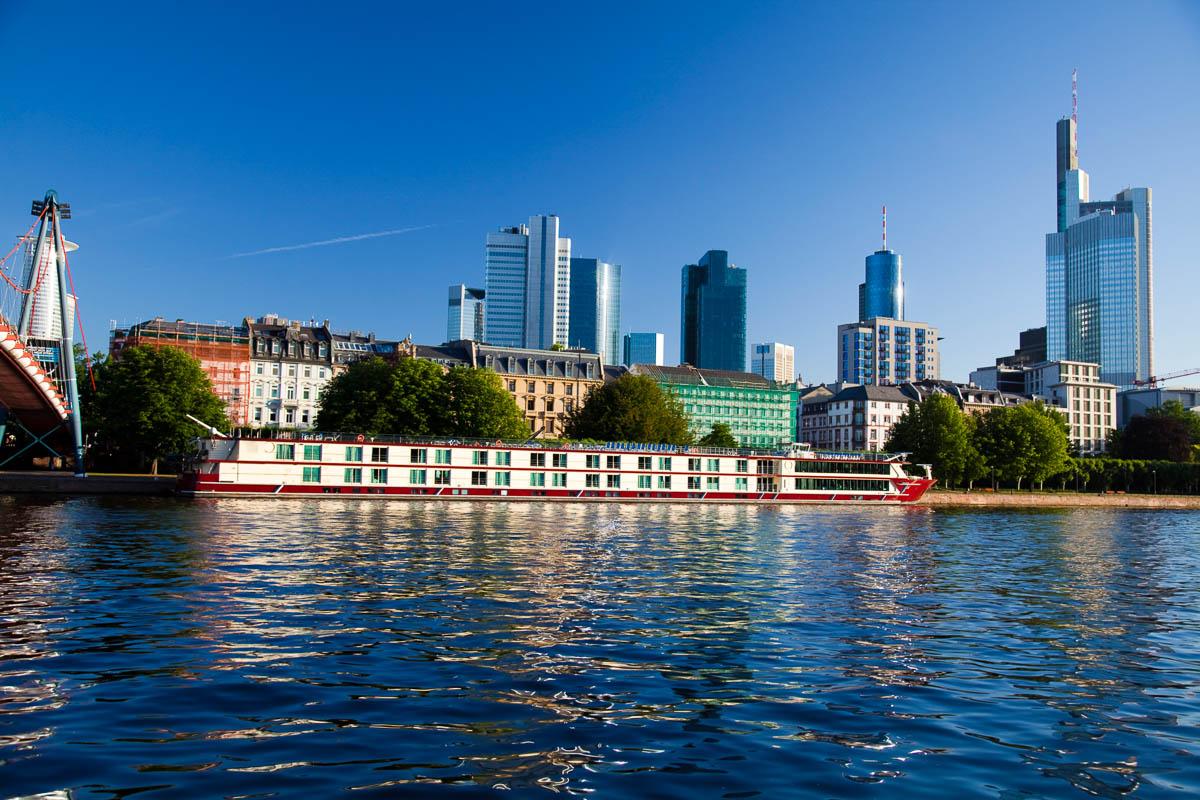 Main und Skyline in Frankfurt
