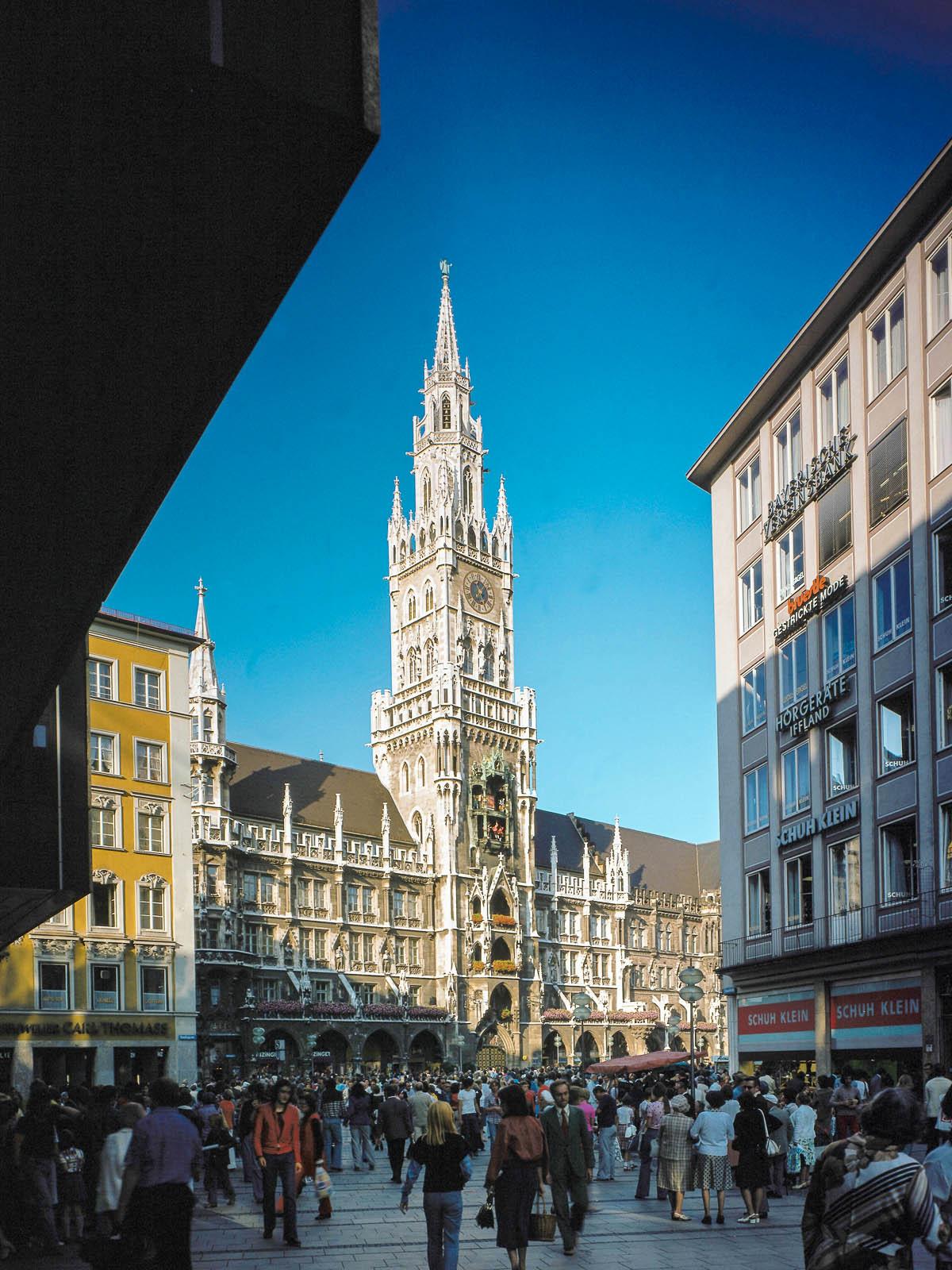 Marienplatz und neues Rathaus in München
