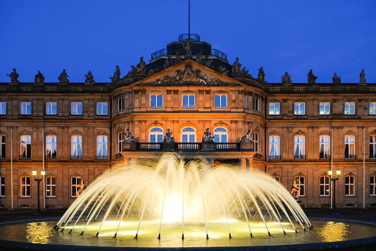 Neues Schloss in Stuttgart bei Nacht