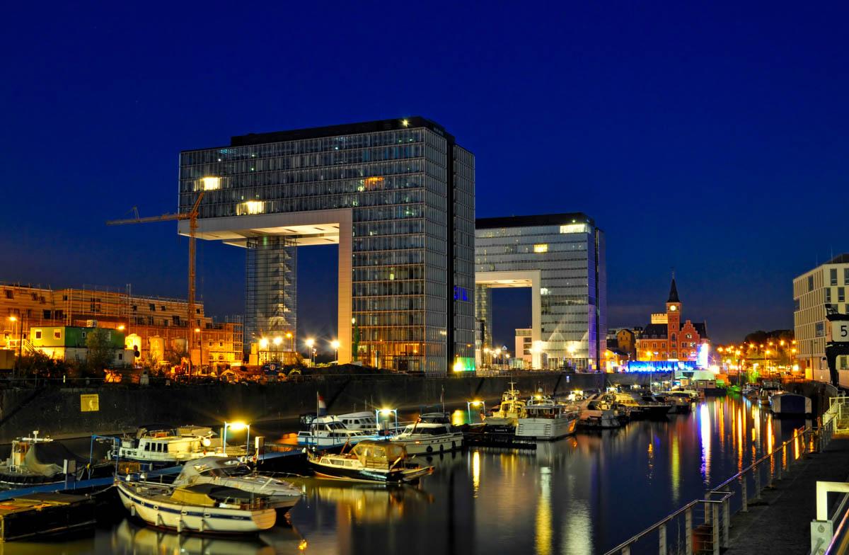 Kranhäuser im Rheinauhafen / Nachtaufnahme