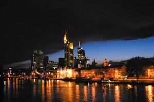 Skyline in Frankfurt bei Nacht