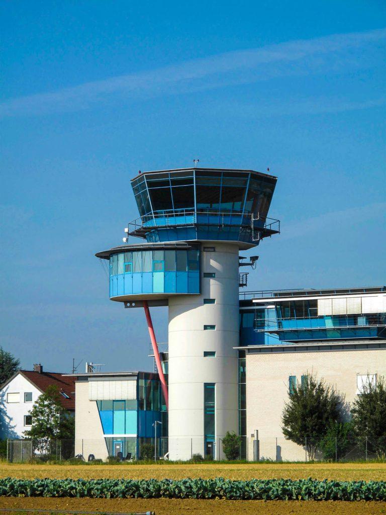 Tower des Stuttgarter Flughafens