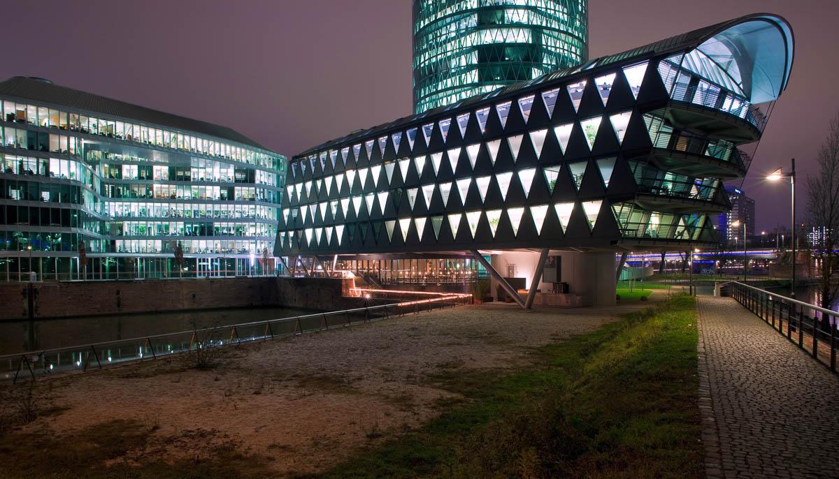 Westhafen in der Nacht in Frankfurt am Main