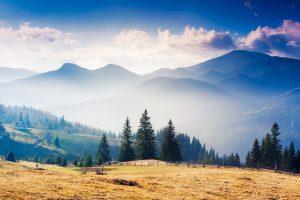 Sonnenaufgang in den ukrainischen Karpaten