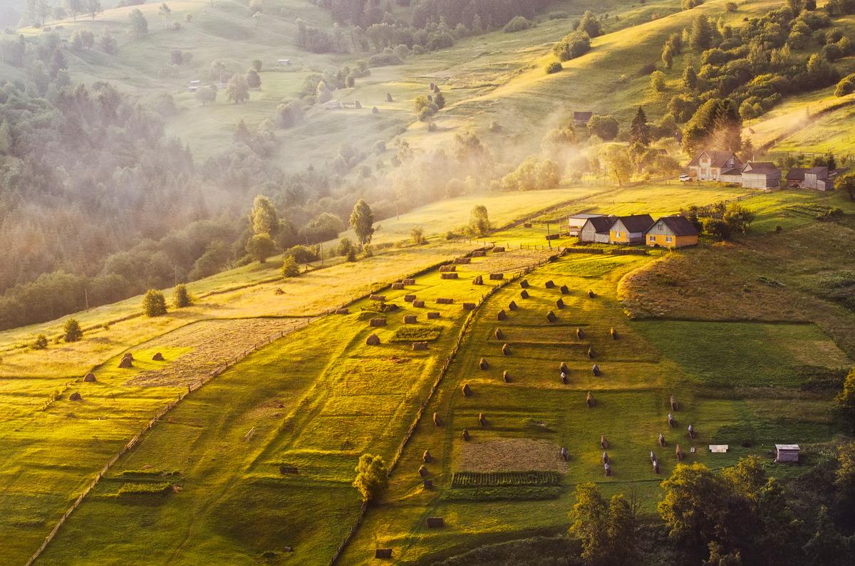 Dorf in den ukrainischen Karpaten