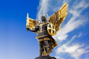 Skulptur des Erzengels Michael auf dem Majdan in Kiew