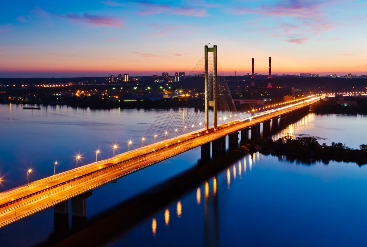 Südliche U-Bahn-Brücke über den Dnjepr in Kiew
