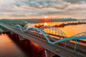 Brücke über den Dnjepr in Kiew