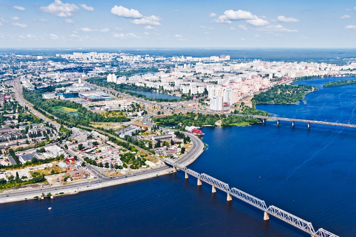 Blick über den Dnjepr auf Kiew / Stadtteil Obolon