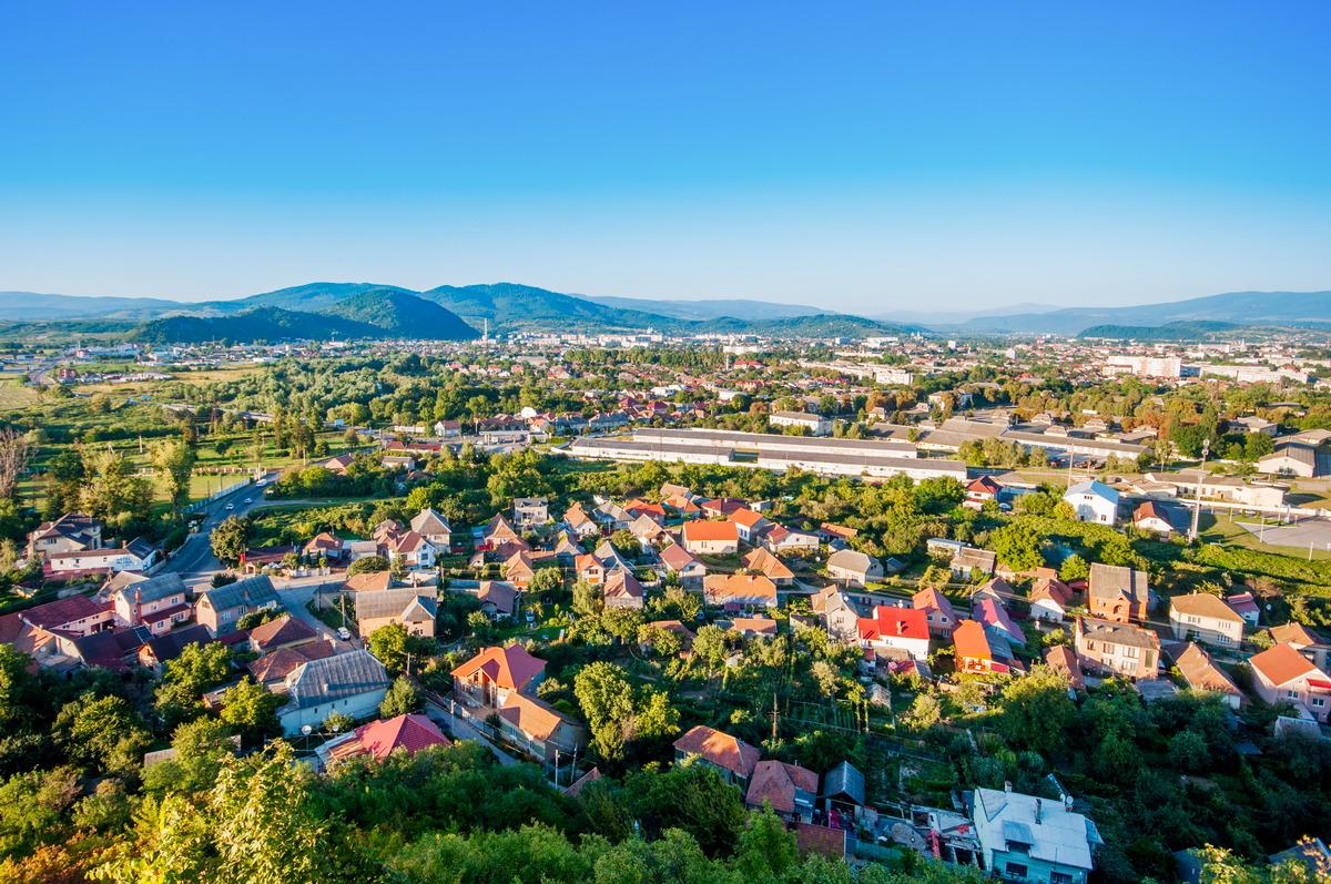 Blick über Mukatschewe in der Westukraine