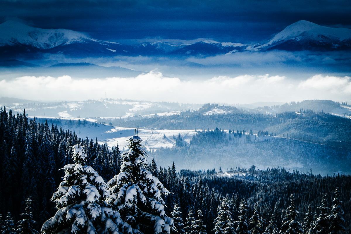 Winterliche ukrainische Karpaten