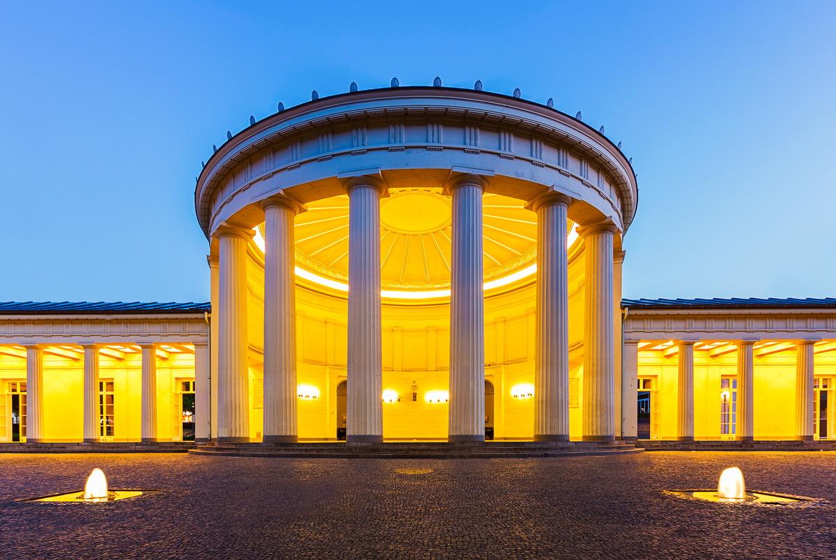 Aachen: Elisenbrunnen am Abend