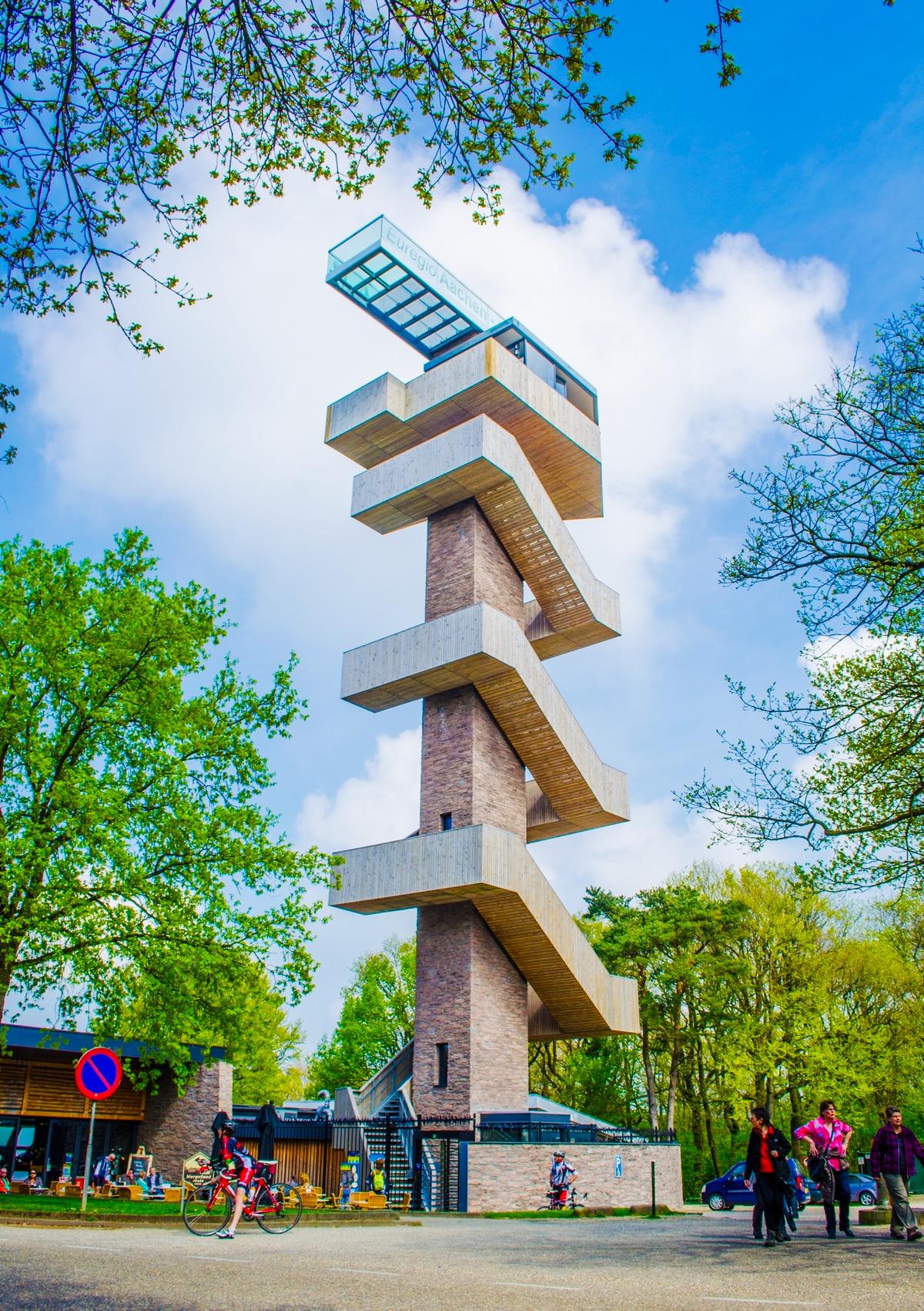 Wilhelminaturm mit Skywalk in Aachen