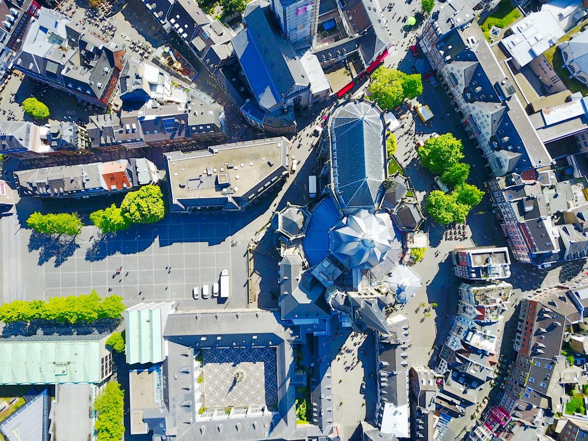Luftaufnahme des Aachener Doms