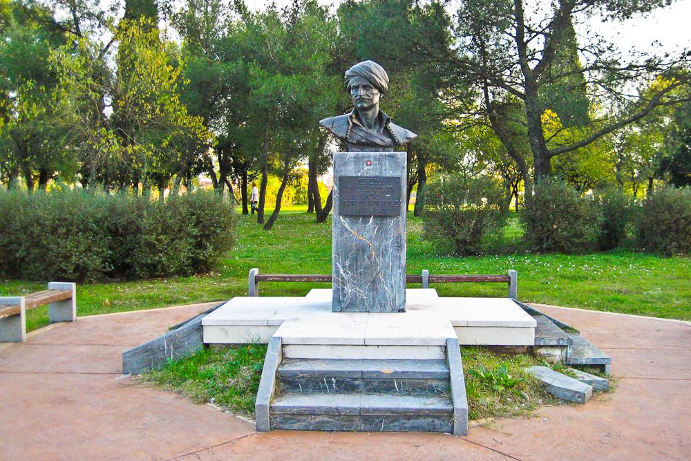 Denkmal für den Volkshelden Vasos Mavrovouniotis (1797-1847) in Podgorica