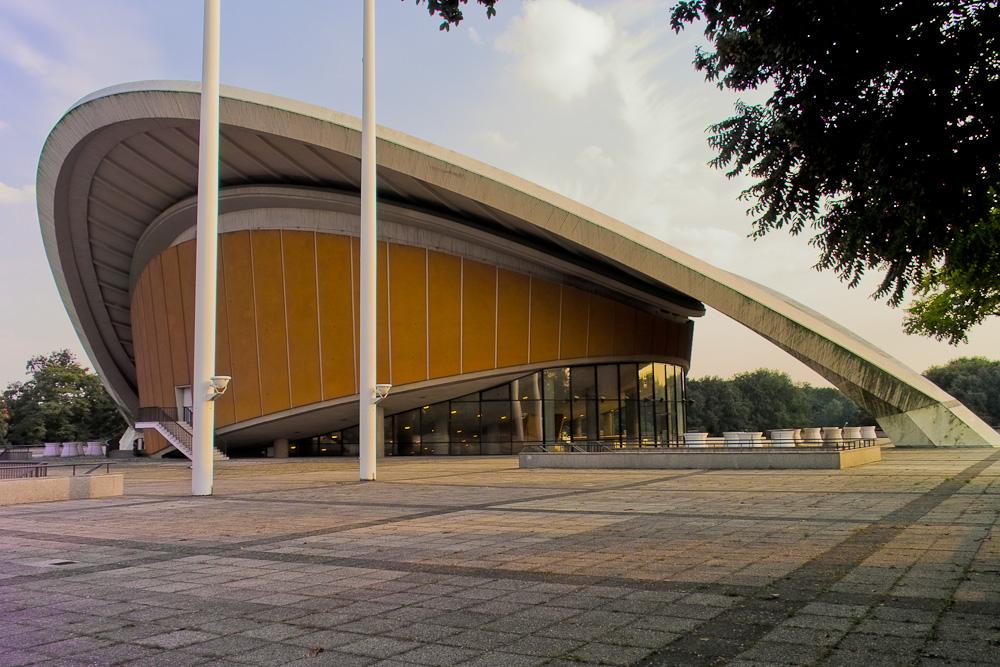 """Kongresshalle – Sitz des """"Haus der Kulturen der Welt"""" (Schwangere Auster)"""
