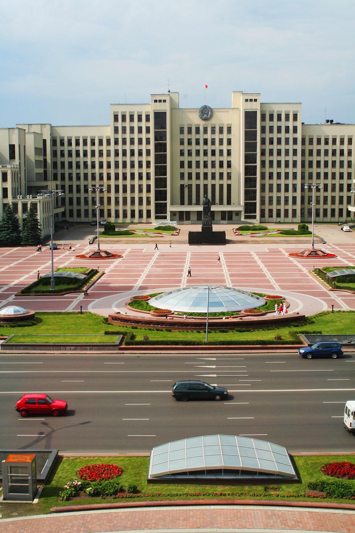 Minsk: Platz der Unabhängigkeit mit Regierungsgebäude