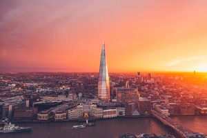 Londons Skyline in der Sommersonne