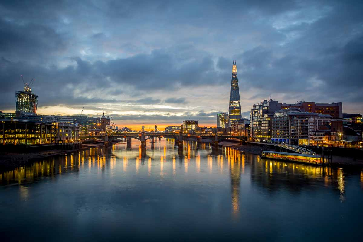 Blick über die Londoner Skyline am Abend