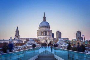 Millennium Bridge und St.Paul's Cathedral in London