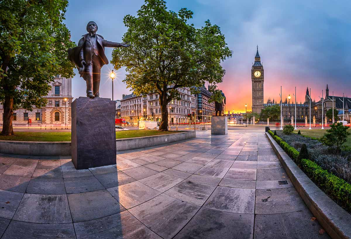 Parliament Square und Queen Elizabeth Tower in London