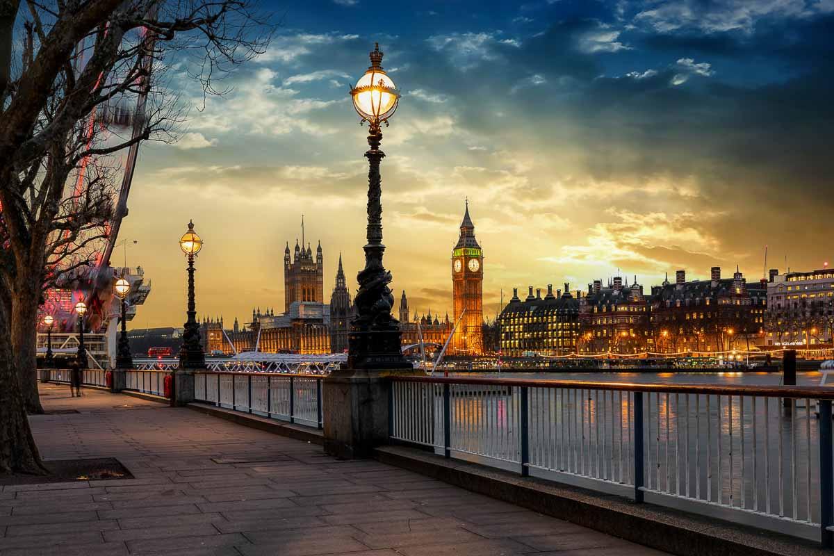 Themse-Ufer: Blick auf Westminster Palace und Big Ben