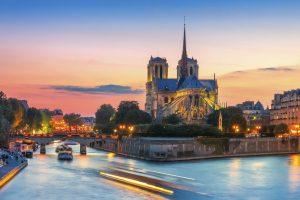 Blick auf die Notre Dame im Sonnenuntergang