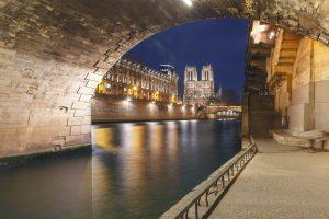 Blick auf die Notre Dame vom Ufer der Seine